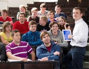 """Das Konzept des umgedrehten Unterrichts (""""Inverted Classroom"""") stellt gängige Unterrichtsmethoden auf den Kopf. (Foto: Heddergott)"""