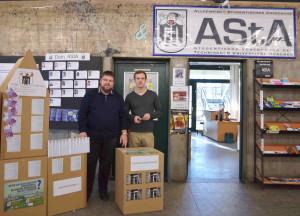 Sebastian Biermann (Vorsitzender des Fachschaftenrats) und Philipp Rinner (Referent für Hochschulpolitik des AStA) bei der Bewerbung der Diskussionsveranstaltungen. (Foto: AStA TUM)