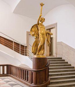 Der Goldene Engel im Thierschbau gestaltet von Professor Ludwig Dasio