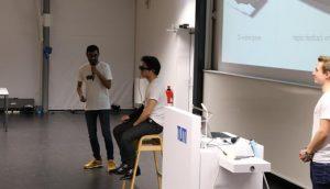 Product Design Fair: Studierende des Teams CU stellen ihre 3D-Kamerabasierte Navigationshilfe für Blinde aus dem Seminar Managing Product Development vor rund 400 Zuschauern vor (Bild: CDTM)