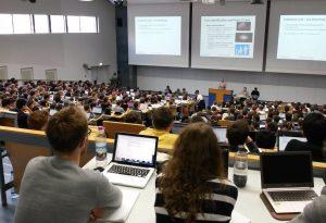 Studierende an der TUM (Foto: TUM, Lehrstuhl für Angewandte Softwaretechnik)