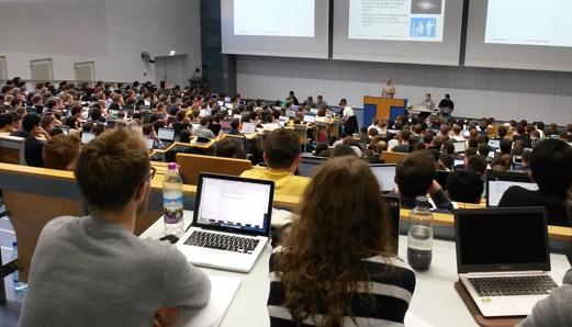 Studierende an der TUM (Foto:TUM, Lehrstuhl für Angewandte Softwaretechnik)