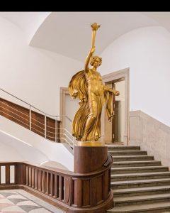 Der Goldene Engel im Thierschbau gestaltet von Professor Ludwig Dasio (Quelle: Eckert)