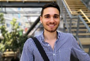 Fabian Bacherle erstellt Podcasts für Studierende